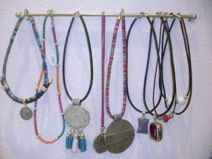 Colgantes Collares Bisutería hecha a mano en Estepona