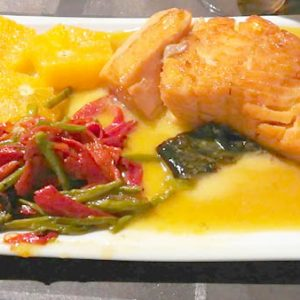 Salmón al horno con judías verdes y salsa cava