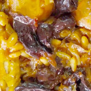Tapa de Pollo con Piñones y Pasas