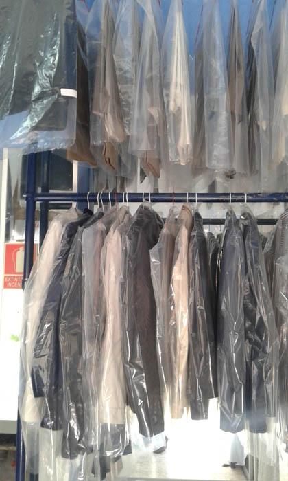 Tintorería para trajes de chaqueta en Estepona