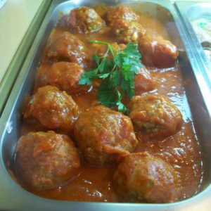 Albóndigas con tomate Bar de Tapas LA MANDUCA