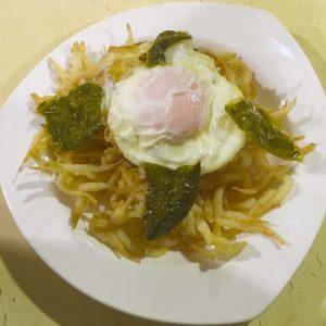 Chanquetes fritos con huevo y pimientos LA MANDUCA